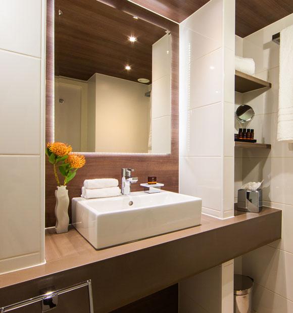 Amadeus Silver III Bathroom