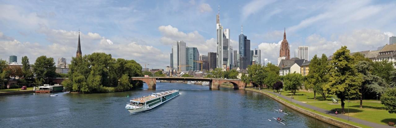 Amadeus Silver III Frankfurt Skyline