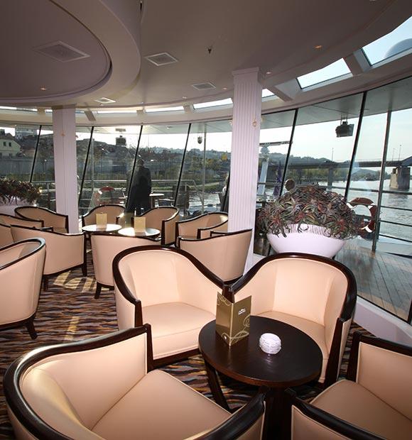AmaWaterways Amadante Panoramic Lounge