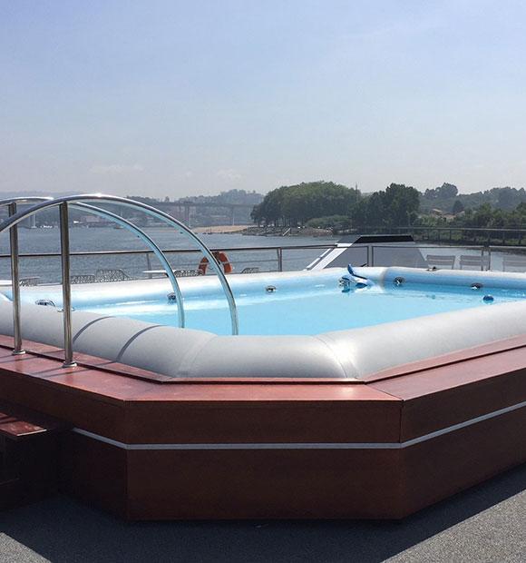 CroisiEurope Fernao De Magalhaes Pool