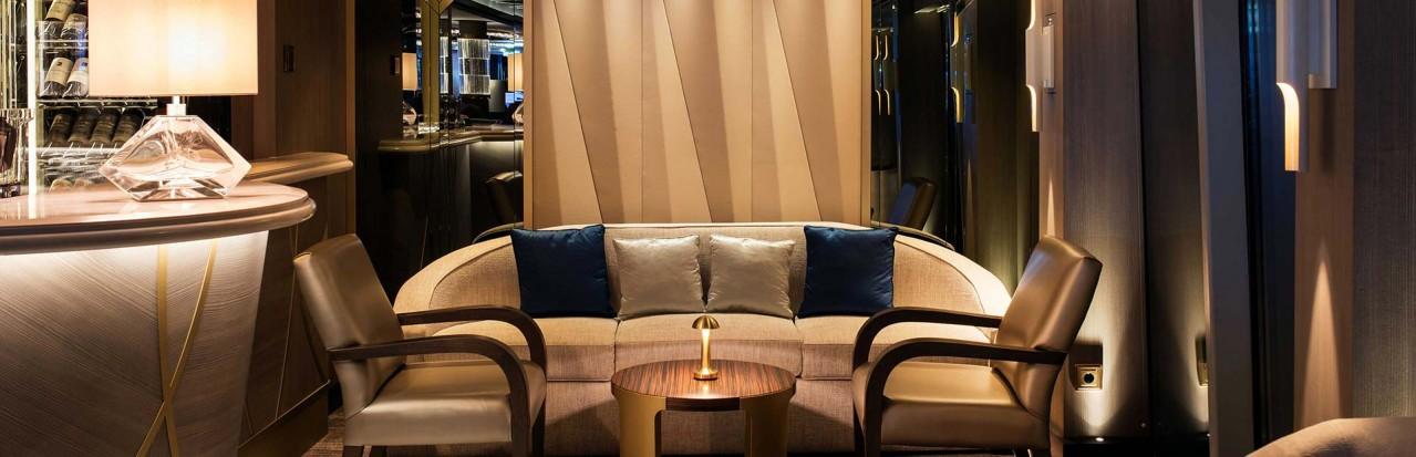Crystal Bach - Palm Court Bar